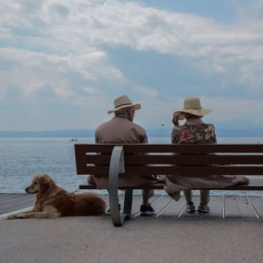Pareja ancianos en buena forma descansando Monica H. Rosety Masajes Otros